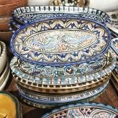 De jolis plats en céramique peints à la main avec une fois de plus les poissons, notre motif fétiche 🐟🐟 Bonne soirée  #artisanattunisien #artsdelatable #poissons #ceramique #faitmain #medina #lyoncity #boutiquetepic #apero #original #decoconcept #Samakdeco #artisanatlyon #soldeslyon #solde