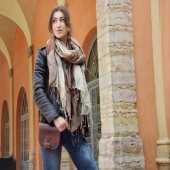 On aime l'automne car c'est l'occasion de sortir nos plus belles étoles ! 🍂 Découvrez nos foulards, écharpes et étoles tissés de façon artisanale en lin ou coton, à retrouver en ligne et en boutique 😀 . . . #etole #foulard #echarpe #lin #linen #tissage #handmade #weaving #scarf #consciousfashion #slowfashion #mode #automne #style #lyon #conceptstore #artisanat