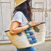 Nous sommes de retour et nous espérons que vous passez de bonnes vacances ! 🌞  Aujourd'hui nous vous faisons découvrir différents modèles de sacs, toujours dans une ambiance estivale ! A vos choix 😋 . . . . #vacances #été #summer #holidays #sacamain #sacs #bag #colors #chaleureux #style #mode #artisanat #artisanattunisien #chapeau #fibre #palmier #lyon #boutiquedeco #panier #panierplage