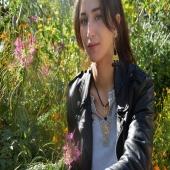 Nos bijoux traditionnels tunisiens ont toujours été dans l'air du temps... 🇹🇳 Décorés d'ambre noir, ils sont naturellement parfumés. Des bijoux 2 en 1 ! 😋 . . . . #ambre #ambrenoir #bijoux #jewelry #instabeauty #savoirfaire #cuivre #model #shooting #nature #style #mode #lyoncity #boutique #eshop #green #doré #girls #artisanat