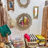 🛠En attendant de pouvoir rouvrir la boutique, on range, on s'inspire, on crée... Et on hâte de vous retrouver en bonne santé ! Notre site internet lui ne connaît pas de confinement,  n'hésitez pas à y faire un tour !  Prenez soin  de vous 😊 . . . . #decoration #décorationdintérieur #boutiquedeco #eshopdeco #slowdeco #decoresponsable #petitscommerces #commercedeproximite #miroir #miroirsoleil #fouta #artisanat #handmadeonly #fibresnaturelles #decolover #instadeco