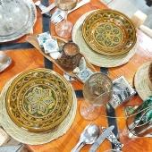 Un peu de soleil dans nos assiettes avec de la belle céramique tunisienne peinte à la main 🌞 . . . #assiette #ceramique #table #faitmain #verre #verresoufflé #soleil #ceramics #beautifultable #colors #decoration #bohostyle #boheme #decotable #artisanattunisien #handmade