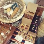 La fête des mères approche à grand pas, à cette occasion nous vous offrons un savon gommage  100 % naturel pour tout achat dans les catégories Bijoux, Beauté ou Mode !🥰 Profitez-en en boutique ou sur le eshop ! . . . #fetedesmeres #savon #bijou #bijouxfaitmain #jewelry #samak #artisanat #lyon #instacadeau #mode #beauté #décoration #eshop #artisanattunisien #famille  #ideecadeau #conceptstore #handcrafts #bouclesdoreilles #collier #soinvisage