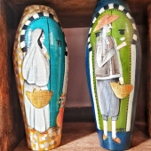 Pendant que Wahid poursuit sa tournée des artisans, la boutique-café de Lyon à rouvert ses portes chargée de bonnes ondes de Tunisie 🌴🌶🇹🇳 À  bientôt 😃 . . . #artisanattunisien #conceptstore #conceptstorelyon #boutiquedeco #boutiquelyon #lyonshopping #vase #mediterraneanhome #mediterraneanlife #sefseri #paintings #artisticpainting #vasedecor #chiner #pièceunique #mediterraneandecor #orientaldecor #tunisiandress #handmadeceramic #creation