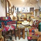 L'esprit Samak ou comment trouver l'harmonie dans le mélange des couleurs et des matières💫 . . . #decoration #decorateurinterieur #fauteuil #margoum #espritdeco #harmonie #tapisberbere #ambiance #coloryourhome #boutiquedeco #styledeco #handmadeonly #couleurs #instadeco