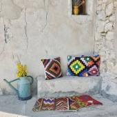 Les nouvelles housses de coussins en kilim sont à présent disponibles sur le eshop ! 100% laine et avec de belles couleurs pour une décoration ensoleillée 🌞 . . . #coussin #kilim #coussins #coussinberbere #coloredhouses #pillow #berberpillow #bohemechic #bohemestyle #instaboho #bohohomedecor #margoum #déco #summer #summerdecor #decoexterieure #decoterrasse