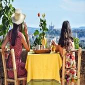 Coffee time ! ☕️ Partagez de chaleureux moments avec vos proches accompagnés d'une touche méditerranéenne by Samak 🌞🌷 . . . . #artdelatable #decoration #deco #chalereux #moments #friends #family #yellow #green #summer #été #chapeau #fouta #plateau #tasse #bol #coffee #vase #boisdepalmier #boisdolivier #beautifulvew #lyon #nature #artisanat #onlylyon